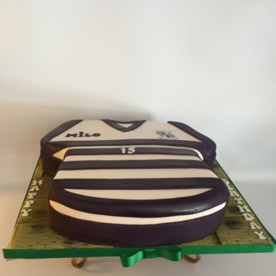 Rugby crest jersey cake